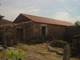 Reabilitação casa de aldeia por Reprojeta