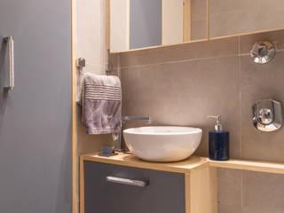 Banheiro clean: Banheiros  por DV ARQUITETURA