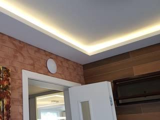 Гостиная в стиле модерн от KENP - soluções em áudio e vídeo Модерн