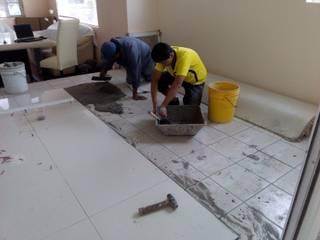 Colocación de piso:  de estilo  por Roca Arquitectura & Construccion