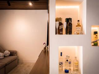 Casa NT Salas de estar modernas por Aoki Arquitetura Moderno