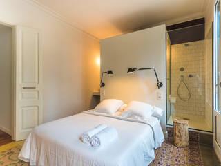 Спальня в стиле модерн от LLOBET interiors Модерн