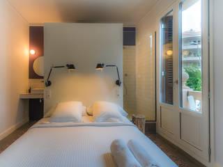 REFORMA SUITE SITGES Dormitorios de estilo moderno de LLOBET interiors Moderno