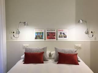 REFORMA SUITE CASTELLAR DEL VALLES Dormitorios de estilo moderno de LLOBET interiors Moderno
