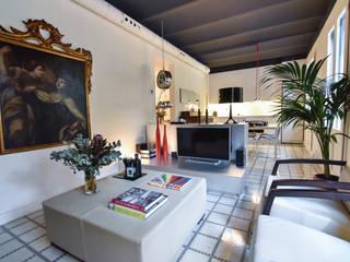 REFORMA VIVIENDA EIXAMPLE BARCELONA Comedores de estilo moderno de LLOBET interiors Moderno