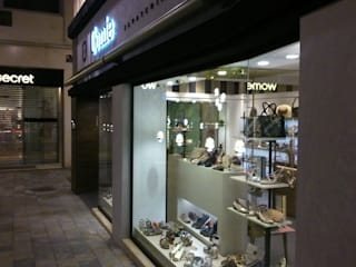 Zapatería en pleno centro de Murcia Oficinas y tiendas de estilo ecléctico de Dkl interiorismo Ecléctico
