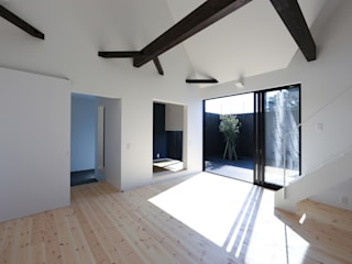 石川淳建築設計事務所 Minimalist living room Wood White