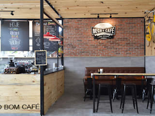 QUIOSQUE BECO DO CAFÉ : Bares e clubes  por DV ARQUITETURA