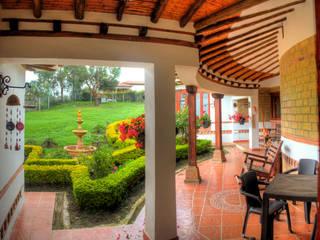 cesar sierra daza Arquitecto Rustic style balcony, veranda & terrace Ceramic White