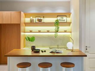 RH House:  Dapur by Meridian Studio