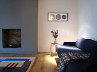 London Garden Flat:  Living room by John Wilson Design, Modern