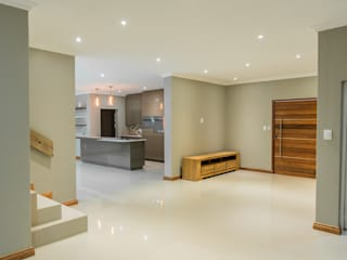 The Gamito residence in Weltervreden Park TOP CENTRE PROPERTIES GROUP (PTY) LTD Modern living room