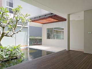 AM House : Teras oleh Rakta Studio,