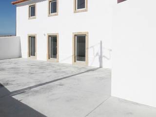 Casa Lavadouros, Mafra: Moradias  por AMPLO arquitectos