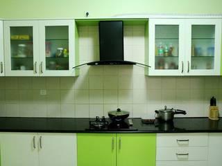 Designer Modular Kitchen:  Small kitchens by SuppliersPlanet