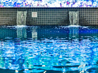 ​Pool and Saunarium for Novotel London - Canary Wharf de London Swimming Pool Company Moderno