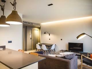 APARTAMENTOS TURÍSTICOS B3 ALICANTE. Hoteles de estilo moderno de Promed Moderno