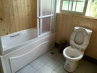 貨櫃屋:  衛浴 by 茂林樓梯扶手地板工程團隊