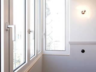 APARTAMENTO RESSANO GARCIA, LISBOA Janelas e portas modernas por AMPLO arquitectos Moderno
