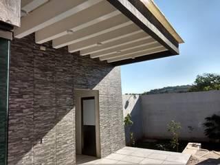 AMPLIACIÓN Y CONSTRUCCIÓN DE PALAPA Balcones y terrazas modernos de VILLA ARQUITECTO Moderno