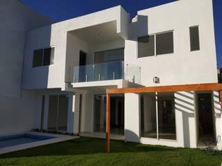 Modern houses by Construcciones La Danta SA De CV Modern