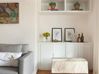Reforma de apartamento em Moema, São Paulo:   por Liliana Zenaro Interiores,