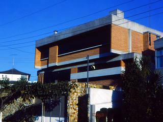 by Douglas Piccolo Arquitetura e Planejamento Visual LTDA. Modern