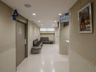 Rumah Sakit oleh 高野俊吾建築設計事務所, Modern