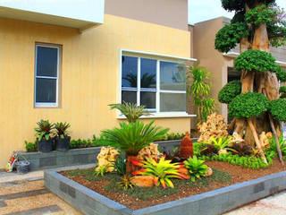 Tukang Taman Surabaya Barat - Taman Minimalis Modern:  Halaman depan by Tukang Taman Surabaya - flamboyanasri