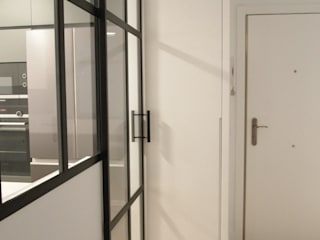 Modern corridor, hallway & stairs by Reformmia Modern
