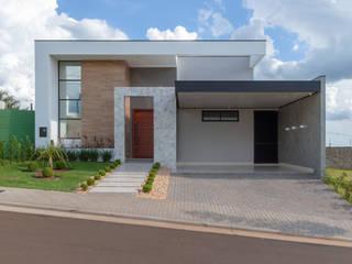 Residencia RV: Condomínios  por Romulo Garcia Arquitetura