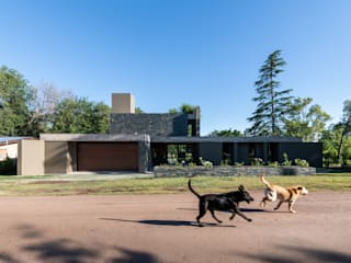KARLEN + CLEMENTE ARQUITECTOS Country house Concrete Grey