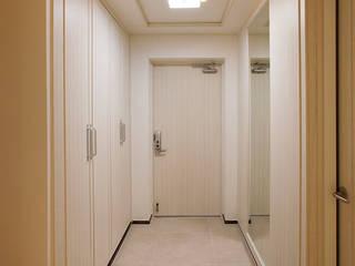 Pasillos y vestíbulos de estilo  por Design Daroom 디자인다룸, Moderno