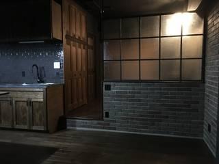 ブルックリンスタイル・マンションリノベーション: 設計工房WOODYが手掛けたリビングです。,
