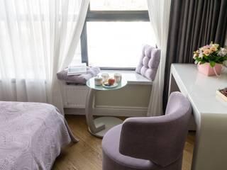 Camera da letto in stile classico di In/De/Art Classico