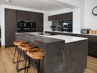 Mr & Mrs Emmett:  Kitchen by Kreativ Kitchens