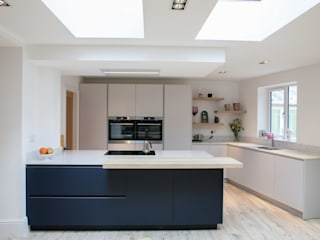 Mr & Mrs Joynson:  Kitchen by Kreativ Kitchens