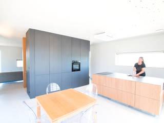 Duurzame vrijstaande woning:  Keuken door Studioschaeffer Architecten BNA, Scandinavisch