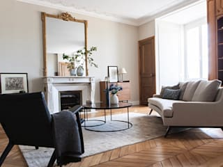 Charming Parisian Apartment I Appartement Parisien Charmant by Lichelle Silvestry Interiors Lichelle Silvestry Interiors Salon moderne