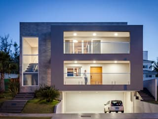 by Carolina Burin & Arquitetos Associados Modern