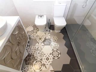 Salle de bain moderne par MIMESIS INTERIORISMO Moderne