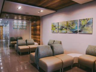 LabExpress: Clínicas / Consultorios Médicos de estilo  por Chávez & Díaz Arquitectos