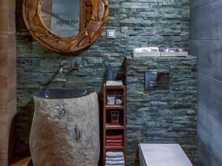 Stojąca umywalka z kamienia otoczaka - kamienia polnego: styl , w kategorii Łazienka zaprojektowany przez Lux4home™