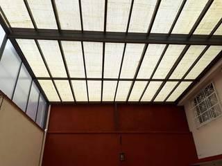 Cubiertas de Yute y otros materiales en capsulados Edificios de oficinas de estilo rústico de arkye design Rústico