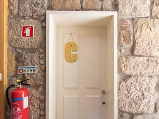 Casa portuguesa - Hostel na Baixa do Porto por Openlife - Decoração de Interiores Moderno