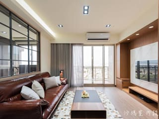 Гостиная в стиле модерн от 沙瑪室內裝修有限公司 Модерн
