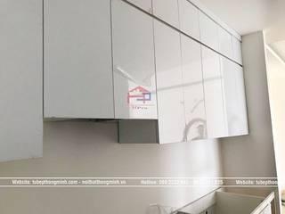 Vẻ đẹp hiện đại của tủ bếp laminate An Cường màu trắng nhà chị Trang Ecohome Phúc Lợi - Long Biên: hiện đại  by Nội thất Hpro, Hiện đại