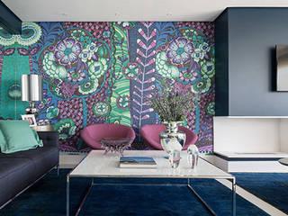 Casa de praia: Salas de estar  por Anne Báril Arquitetura
