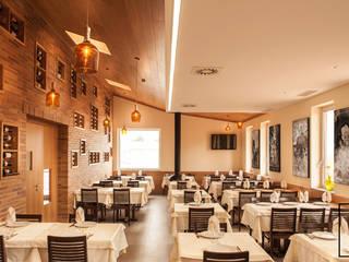 FERREIRARQUITETOS Rustic style gastronomy