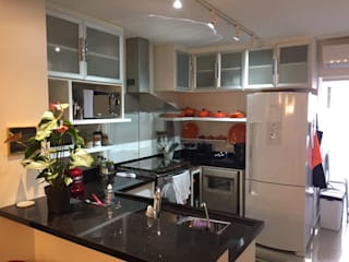 Espaçoarq Arquitetura Ltda KitchenCabinets & shelves Wood White